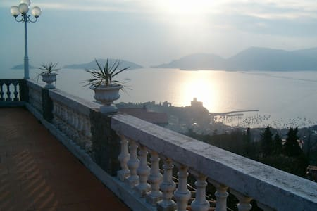 LERICI, EXCLUSIVE B&B LE CODINE: STUNNING SEA VIEW - Lerici - Pousada