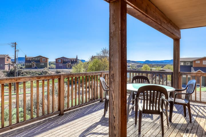 Magnificent villa w/Banks Lake views, balcony, and fireplace