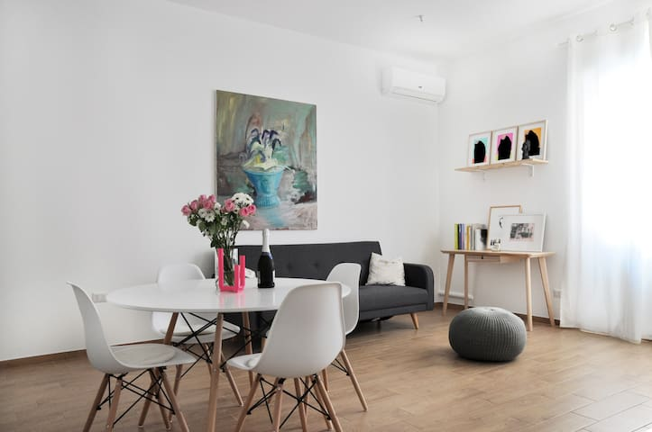 New, Stylish and Furnished Flat in Milan Center