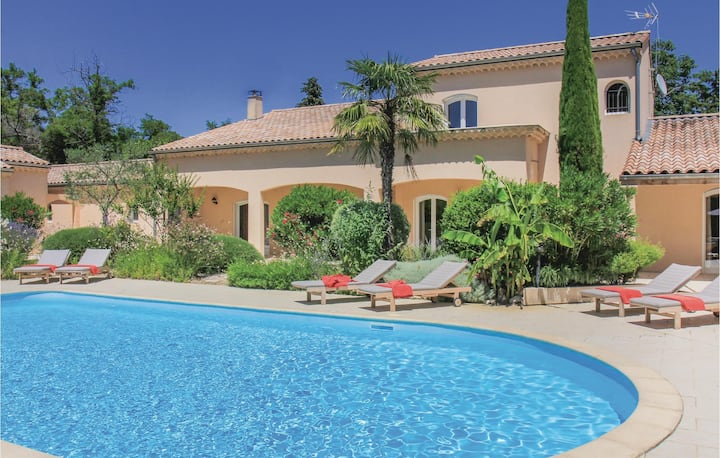 Beautiful home in Montelimar with WiFi and 5 Bedrooms