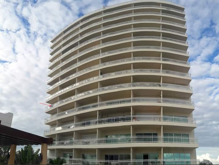 Paradise Bay Condo - Ocean view and golden sunsets