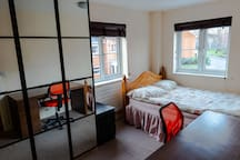 Medium-large bedroom + ensuite. Close to Gatwick