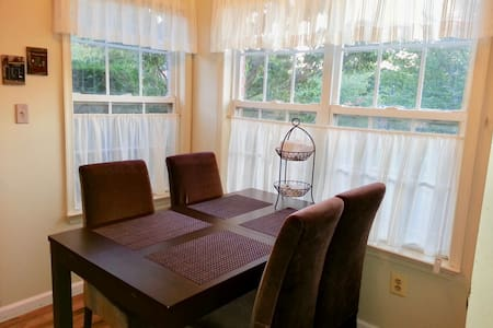 Shabby Chic Private RM  Near Rutgers/NYC/Princeton - Metuchen - Townhouse - 2