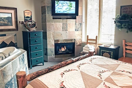 Cozy Queen Suite with 2 person jetted tub