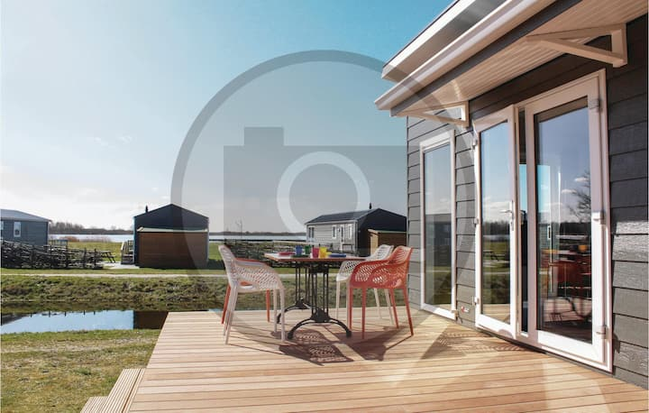 Holiday cottage with 2 bedrooms on 38m² in Lauwersoog