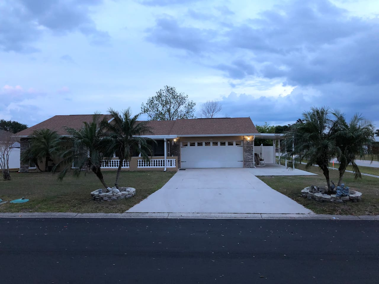 Front of the house. Parking space on the right hand side