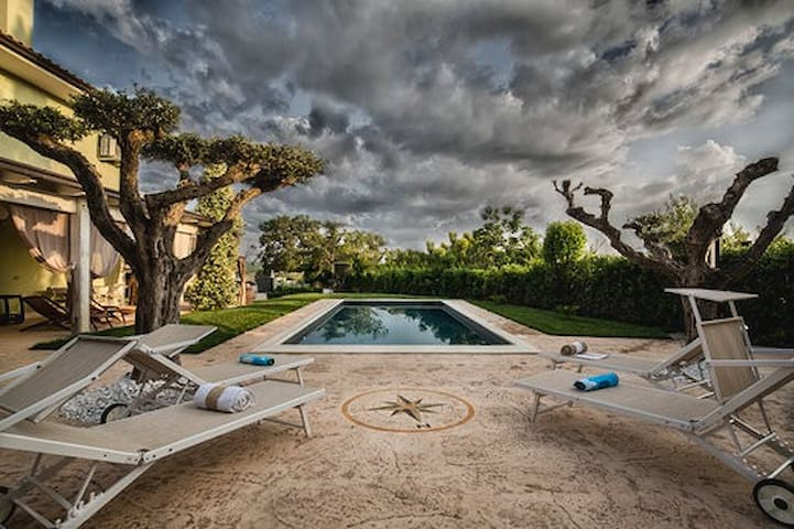 Villa MERAVIGLIA (with pool, 16 km from the sea)