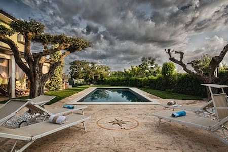 Villa Meraviglia with pool, 16 km from the sea