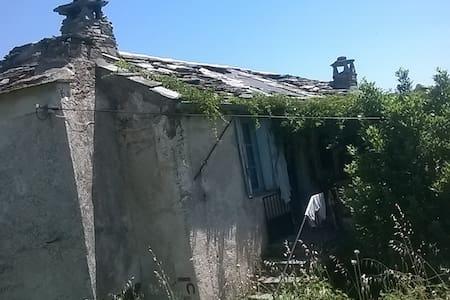 Shelter on PR (until  all around the Pic d'Anjeau) - Saint-Laurent-le-Minier - 自然小屋