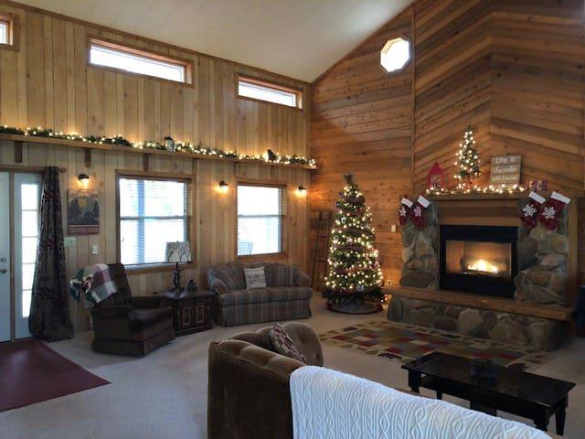 Cozy Cabin Retreat w/Pond/Fire Pit/Sledding Hill