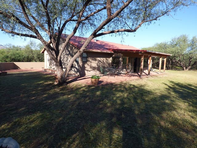 Off The Beaten Path - Tubac - Hus
