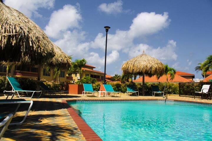Palm beach palma real 1 bed condo walk to beach - Bagno palm beach pinarella ...