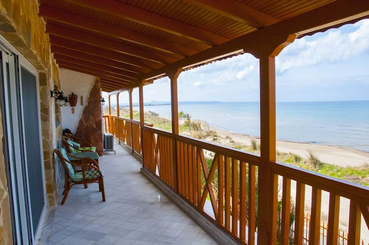 On the beach 95sq.m apartment in Lechaina - Lechaina - Byt