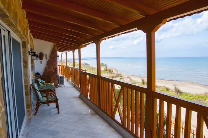 On the beach 95sq.m apartment in Lechaina