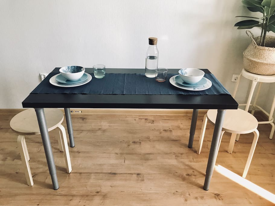You can serve the table like this (sorry here is an old table, new one is wooden)/Сервировка стола (на фото старый стол, новый деревянный)