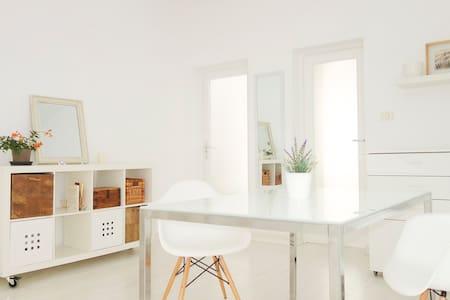 Sunny flat - Apartment