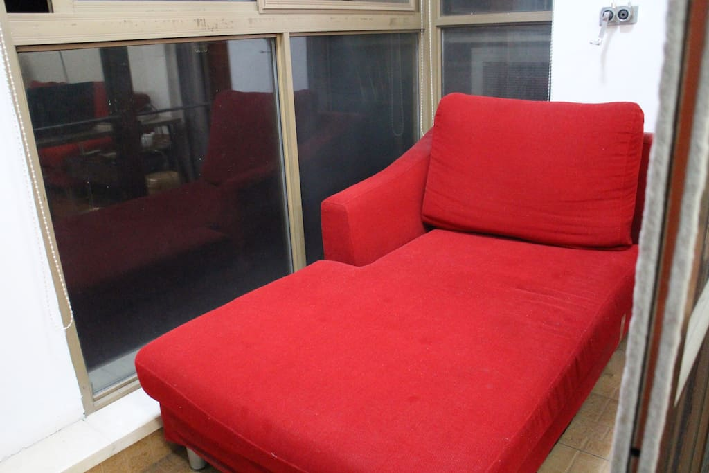 阳台的沙发,看书,听音乐,小区也挺安静