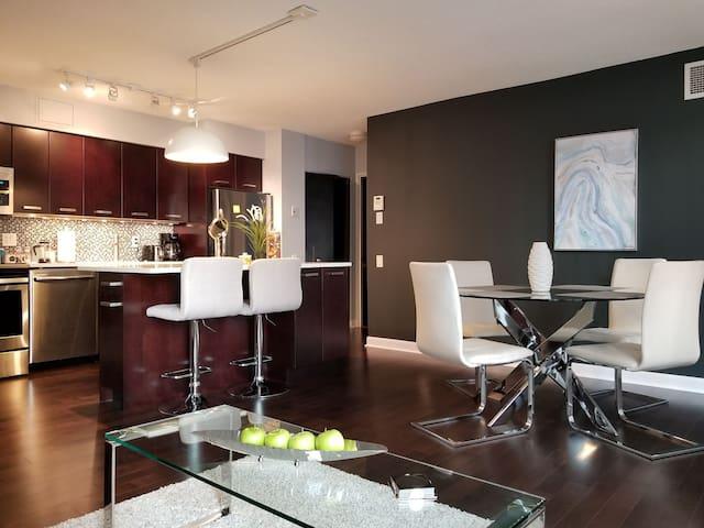 Yonge-Sheppard Luxury 1 Bedroom Condo