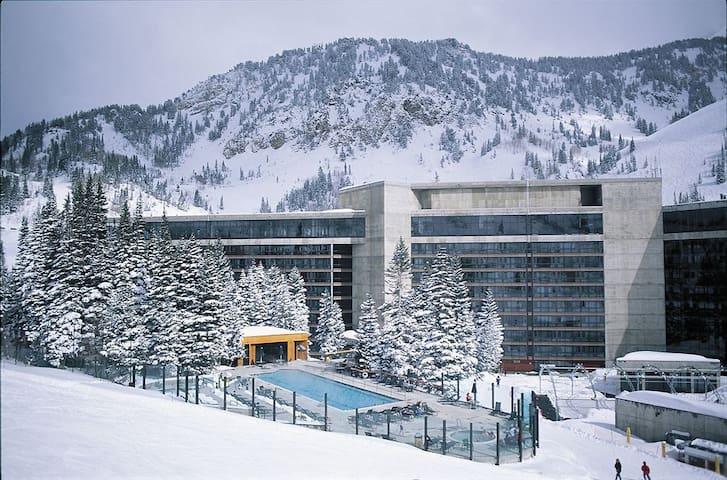 Cliff Club Snowbird Utah Ski in/out studio B