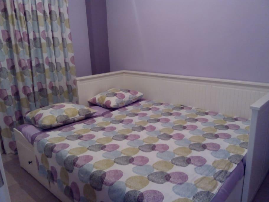 Habitación con dos camas.