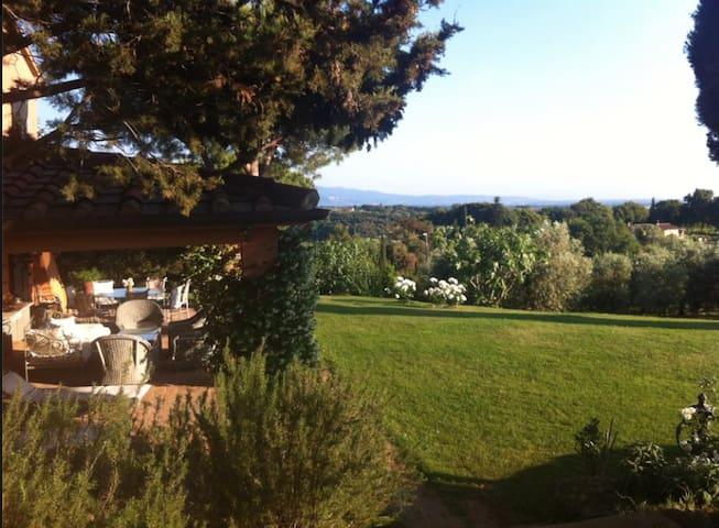 Enjoy amazing Tuscan landscapes - beautiful villa