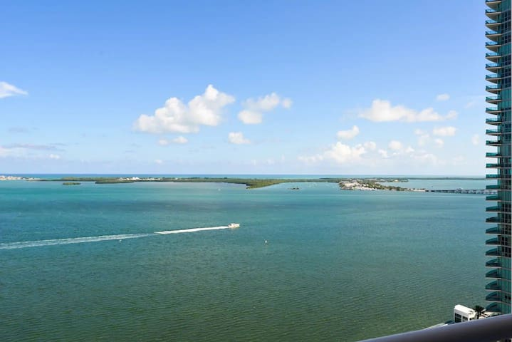 *Breathtaking Views - Brickell/ South Beach Condo*