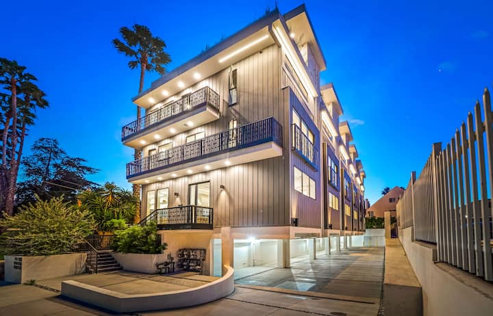 LAD47A-Brand new 3 Story Townhome off Sunset Blvd!