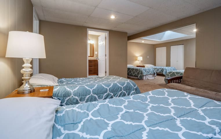 Large Back Room (5 Extended Twin Beds / 1 Sleeper Sofa)