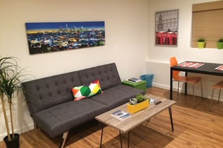 Fully Sanitized Modern WLA Work From Home Studio