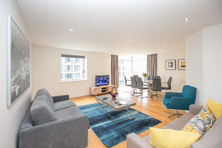 City Centre Spacious 3 Bed Family Apt with balcony