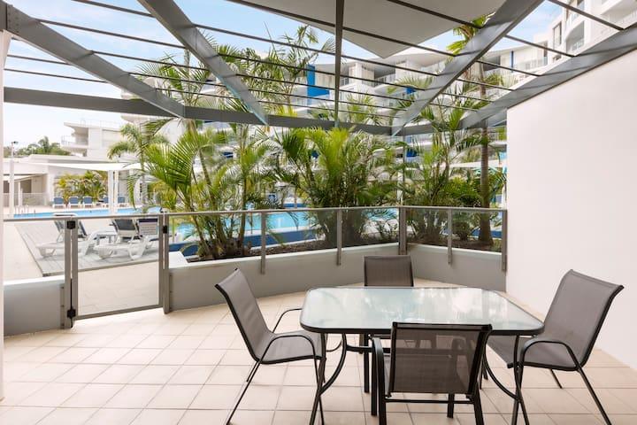 Spacious 2 Bed Apt with Resort Pool Views