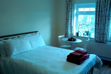 Mountain View Bed and Breakfast Bedroom 1 - Newmarket - Bed & Breakfast