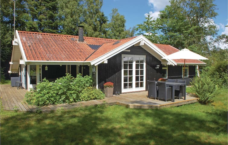 Holiday cottage with 3 bedrooms on 84m² in Rønde
