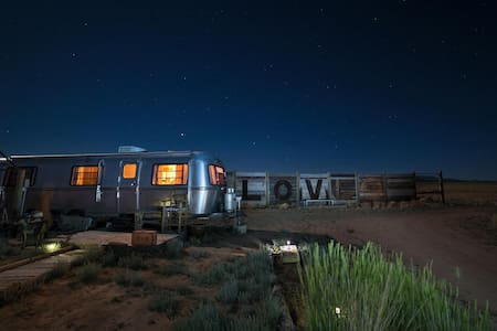 Red Cloud Ranch - Vintage 34' Avion/Airstream