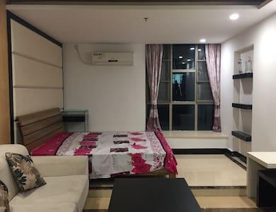 干净安静舒适,让你每个小住感受家的温暖。期待与您的相遇! - Guangzhou - Apartment