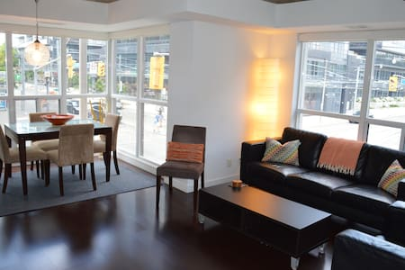 King St DWTN Liberty Villg +Free Parking&Cleaning - Toronto - Apartment