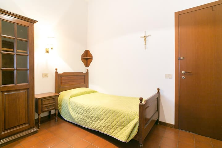 Milan International Co-housing #7 only male