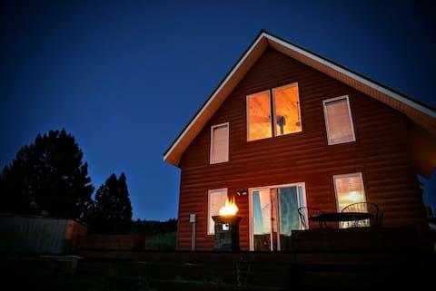 Cascade Cabin Retreat Hot tub/Ample Parking/Views