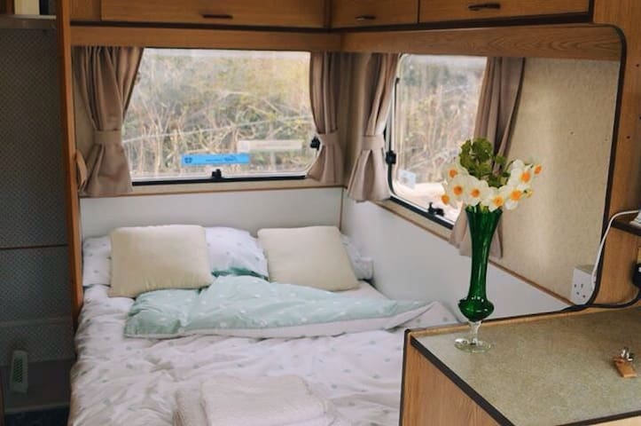 Caravan in Rural Sussex.  A Getaway - Burwash Weald - Bed & Breakfast