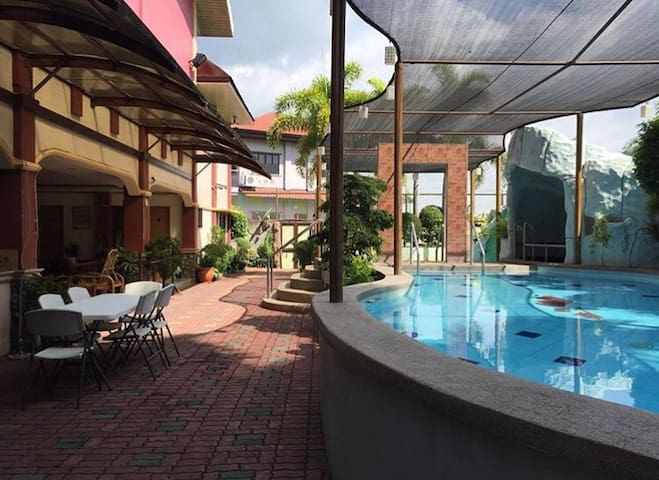 The Perfect Retreat House - Calamba - Villa