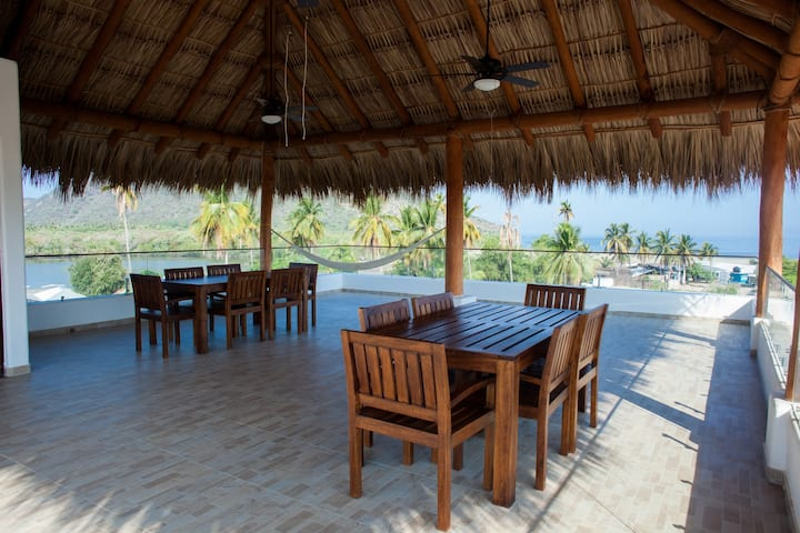 Huge Villa with Pool, Rooftop Deck, & Beach views