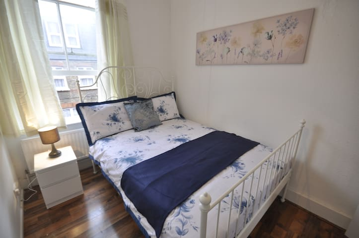 (4BFORD-2)PRIVATE ROOM FOR 2 NEAR TOWER BRIDGE
