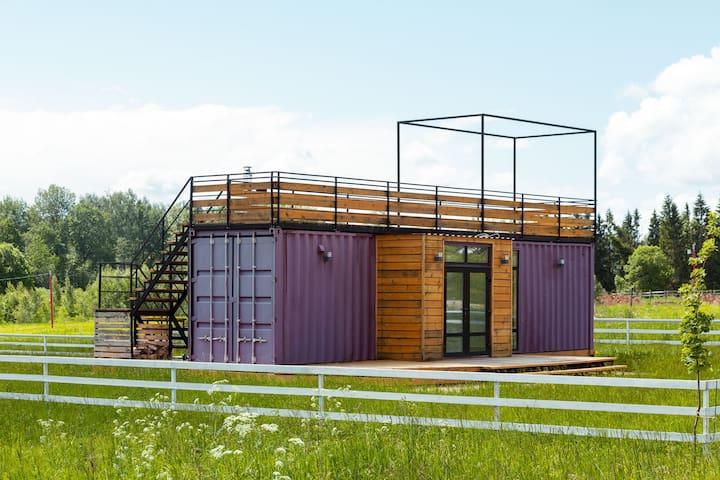 Приозёрный комфортный дом из морского контейнера