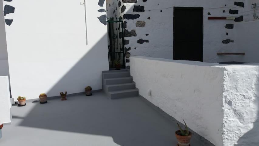 CONFORTABLE CASA TRADICIONAL CANARIA - Guía de Isora - House