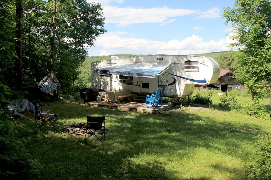 secluded rv retreat on small hobby farm camping cars caravanes louer brookfield vermont. Black Bedroom Furniture Sets. Home Design Ideas