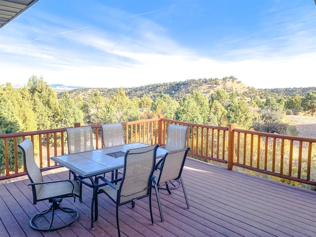 UNDER THE RIM GUEST HOUSE  MAIN HOUSE 101 - 3 Bedroom / 2 Bath home located just behind Bryce Canyon National Park with amazing view of the Rim
