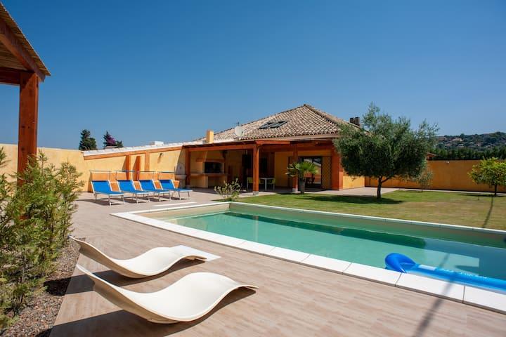 Villa Chloe, con piscina e giardino privato