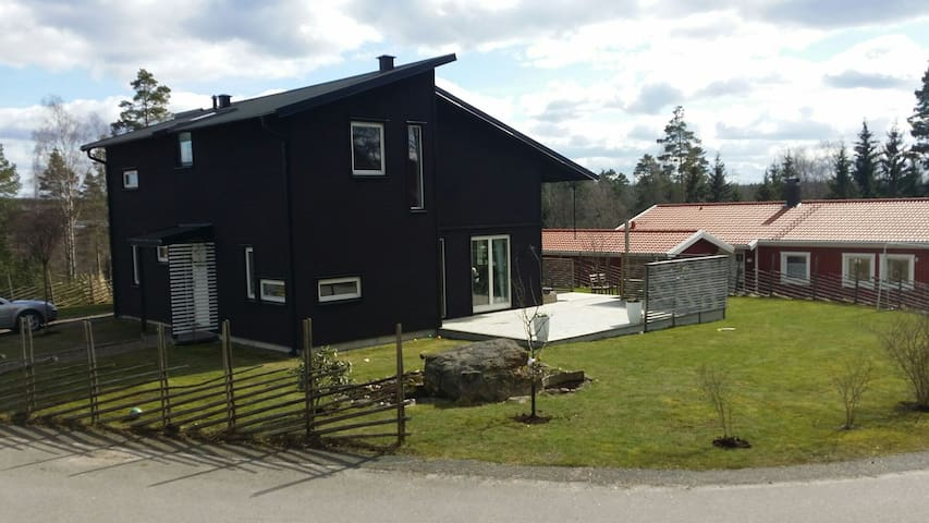 Modern villa with large garden - Borås - House