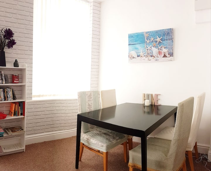 Kensington Apartment - great place and location