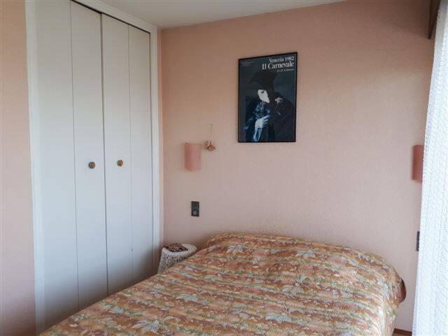 Chambre 2, chambre rose, accès au balcon, lit en 140, placard